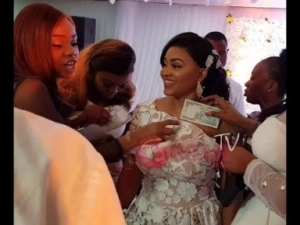 Video: Iyabo Ojo Dances With Her Best Friend, Mercy Aigbe As She Sprays Her Money At Her 40th Birthday